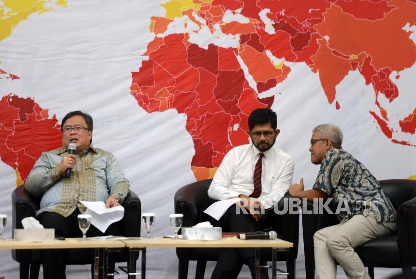 National Development Planning Minister/National Development Planning Agency (Bappenas) Head Bambang Brodjonegoro (left)