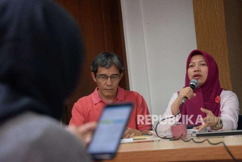 Direktur Eksekutif Perludem Titi Anggraini (kanan)