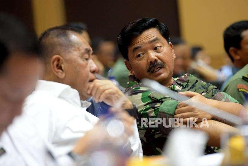 Menteri Pertahanan Ryamizard Ryacudu bersama Panglima TNI Marsekal TNI Hadi Tjahjanto.
