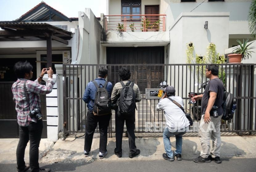 Molotov coctails were thrown into the house of KPK Deputy Chief Laode M Syarif in Kalibata, South Jakarta, Wednesday (Jan 9).