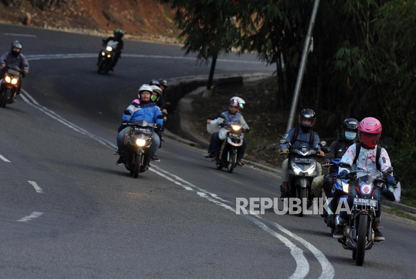 Pemudik melintas di Jalan Raya Bandung - Garut, Kabupaten Bandung, Jawa Barat (ilustrasi)