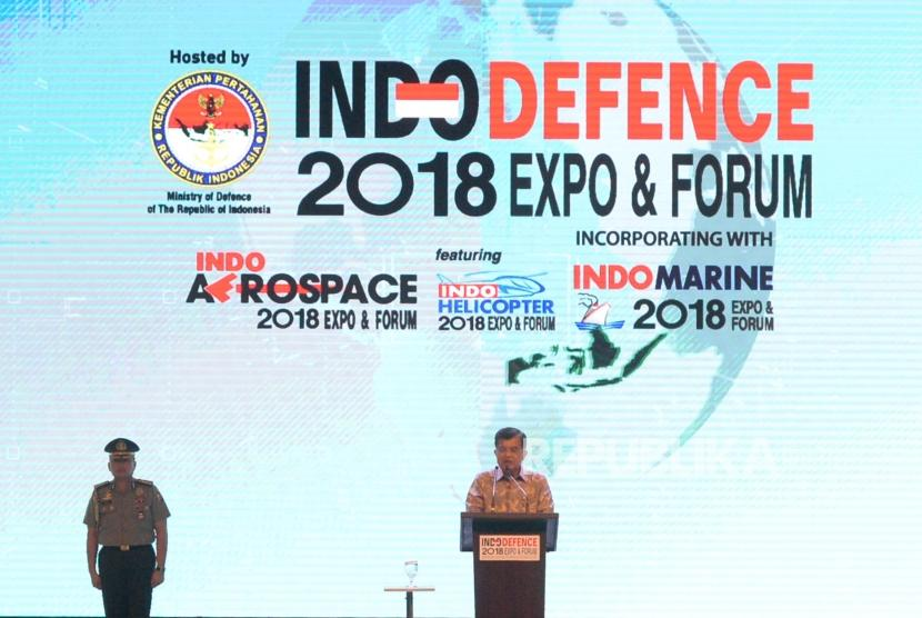 Vice President Jusuf Kalla delivers his speech at the opening of Indo Defence 2018 Expo and Forum, at JIExpo Kemayoran, Jakarta, Wednesday (Oct 7).