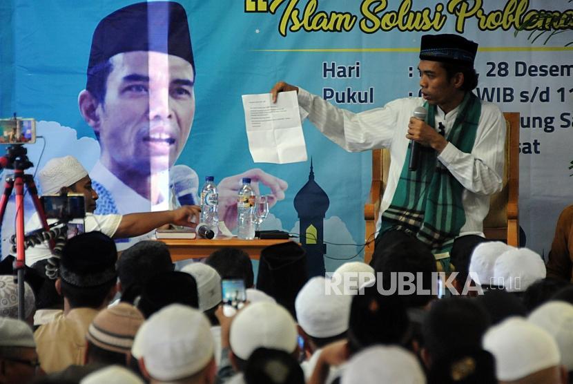 Ceramah. Ustad Abdul Somad saat menyampaikan ceramah di Gedung Sarana Jaya, Tanah Abang, Jakarta, Kamis (28/12).