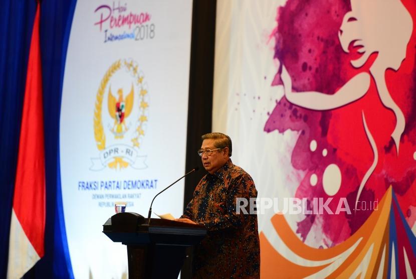 The 6th Indonesian President Susilo Bambang Yudhoyono delivers a keynote address at the opening of National Seminar of International Women's Day at Nusantara 4 building, Parliament Complex Senayan, Jakarta, Monday (March 19).