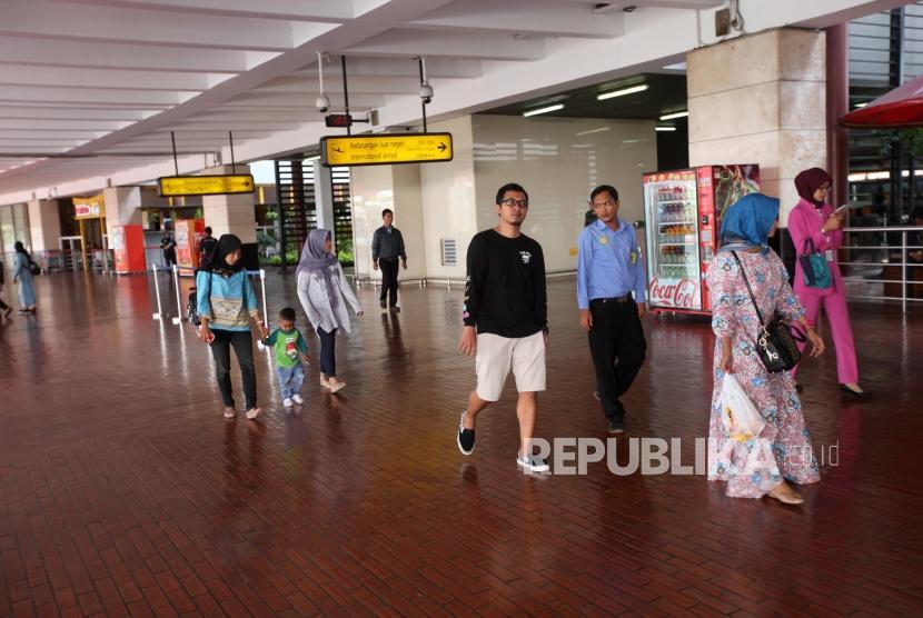 Suasana kondisi kedatangan di Terminal dua Bandara Soekarno-Hatta, Tangerang, Banten.