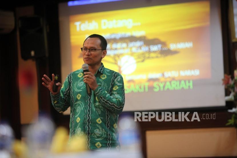 Ketua IHEX Burhanudin Hamid memberikan paparannya saat acara Silaturahmi Stakeholders Rumah Sakit Syariah di Rumah Sakit Islam Jakarta, Kamis (8/2).