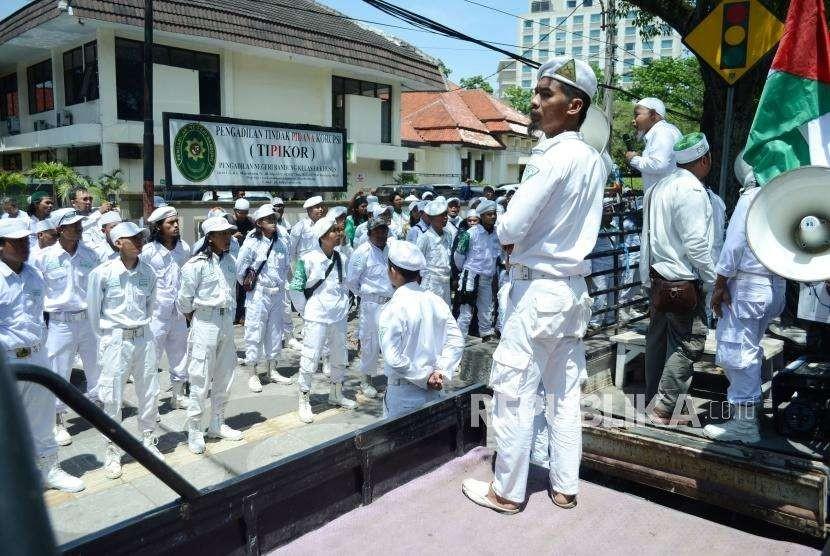Massa Front Pembela Islam (FPI) Kota Bandung.