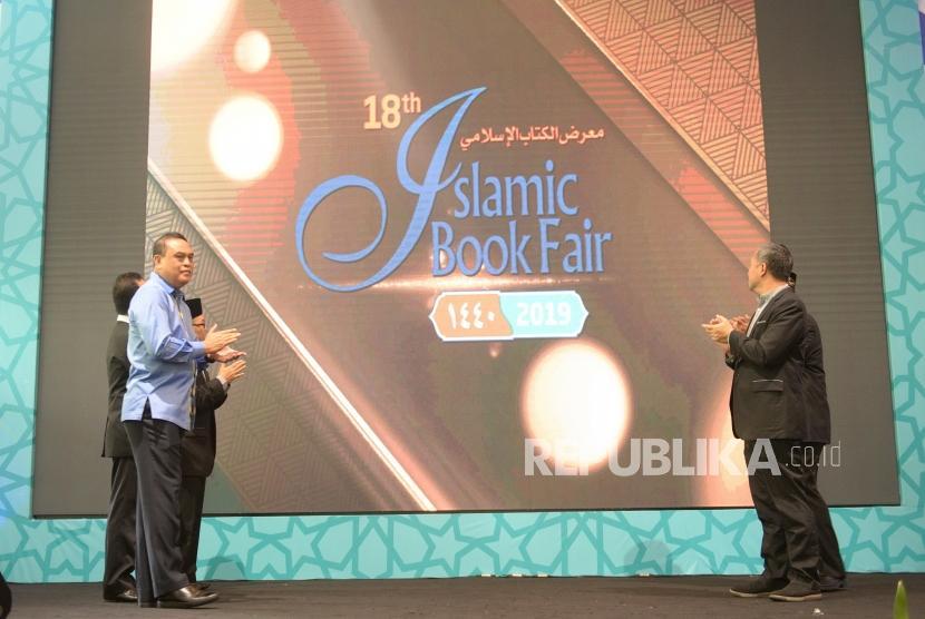Pembukaan Islamic Book Fair 2019. Menpan RB Syafruddin (kiri) usai membuka Islamic Book Fair ke-18 di Balai Sidang Jakarta, Rabu (27/2/2019).