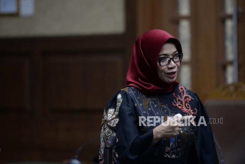 Setnov Meminta Proyek PLN. Terdakwa kasus proyek PLTU-1 Eni Maulani Saragih usai menjalani persidangan lanjutan di Pengadilan Tipikor, Jakarta, Selasa (22/1/2019).