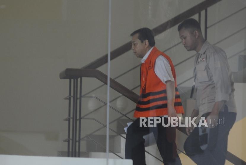 Terdakwa kasus korupsi KTP elektronik Setya Novanto, bersiap menjalani pemeriksaan di gedung KPK Jakarta, Rabu (10/1).