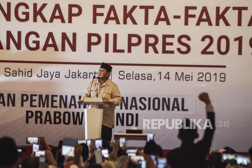 Capres Prabowo Subianto berpidato saat acara pengungkapan fakta-fakta kecurangan pilpres 2019 di Jakarta Pusat, Selasa (14/5).