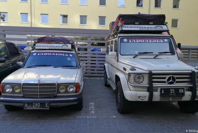 Mengembara 52 Negara dengan Mobil Mercedes-Benz Tua