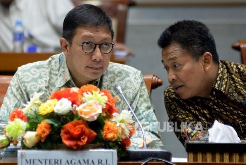 Menteri Agama Lukman Hakim Saifuddin didampingi Irjen Kemenag M.Nur Kholis mengikuti rapat kerja (ilustrasi)