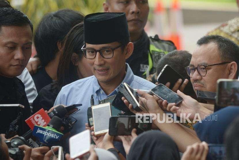 Bakal calon wakil presiden Sandiaga Uno memberikan keterangan kepada media saat tiba  di Komisi Pemberantasan Korupsi (KPK), Jakarta, Selasa (14/8).