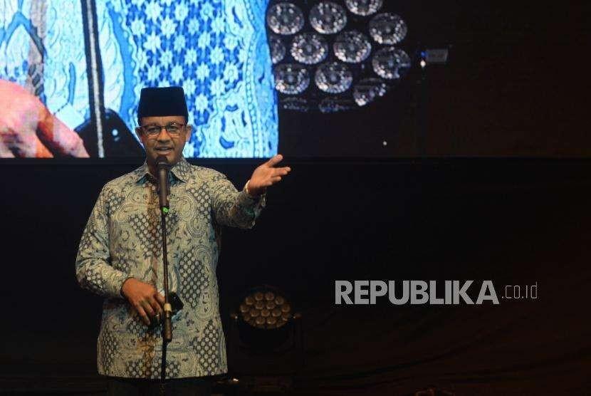 Gubernur DKI Jakarta Anies BAswedan memberikan  sambutan dalam acara 10 tahun AQL Islamic Center di Balai Kartini, Jakarta, Selasa (11/9).