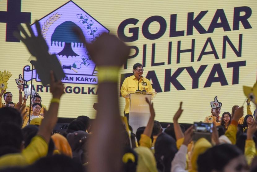 Ketua Umum DPP Partai Golongan Karya (Golkar) Airlangga Hartarto memberikan pidato politiknya saat Kampanye Akbar Partai Golkar di Istora Senayan, Jakarta, Selasa (9/4/2019).