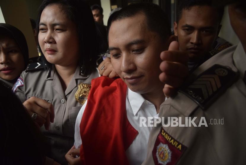 Terdakwa  kasus penipuan agen perjalanan umrah First Travel  Andika Surachman usai   menjalani persidangan vonis  di Pengadilan Negeri Depok, Jawa Barat.