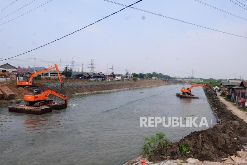 [Ilustrasi Sungai Kalimalang] Dewan Perwakilan Rakyat Daerah (DPRD) Provinsi Jawa Barat (Jabar) menyatakan Sungai Kalimalang di Kota Bekasi tidak hanya bisa untuk mencegah bencana banjir tetapi juga bisa menjadi destinasi wisata.