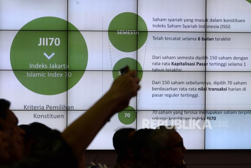Peluncuran Indeks Baru BEI. Infromasi Jakarta Islamic Indeks 70 ditampilkan pascapeluncuran di Bursa Efek Indonesia, Jakarta, Kamis (17/5).