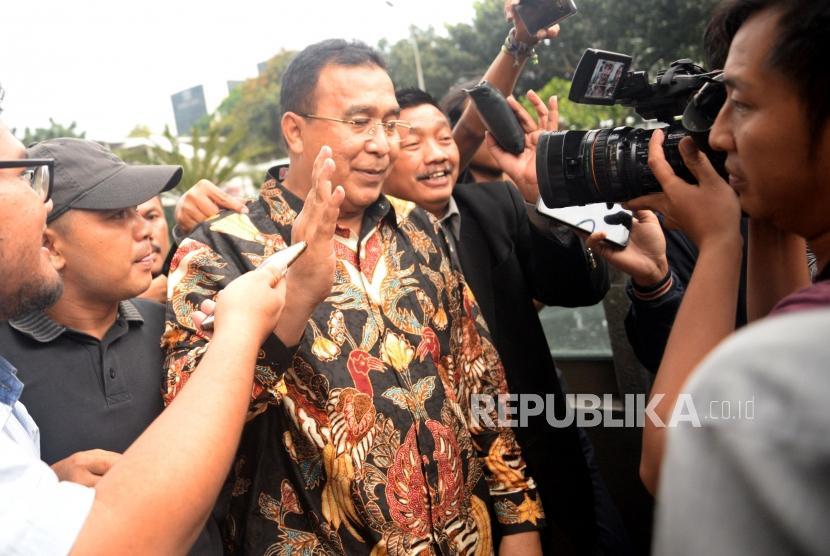 Wali Kota Tasikmalaya Budi Budiman usai menjalani pemeriksaan di Gedung KPK, Jakarta, Kamis (9/5).