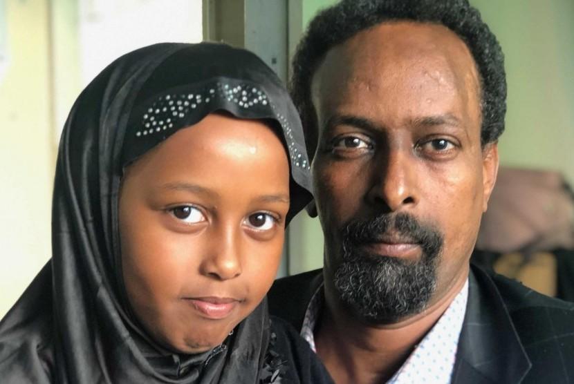 Keluarga Adam Awad, termasuk putrinya Munera, mengaku mengalami pelecehan dari ektrimis supremasi kulit putih di Selandia Baru. (ABC News: Tobias Hunt)