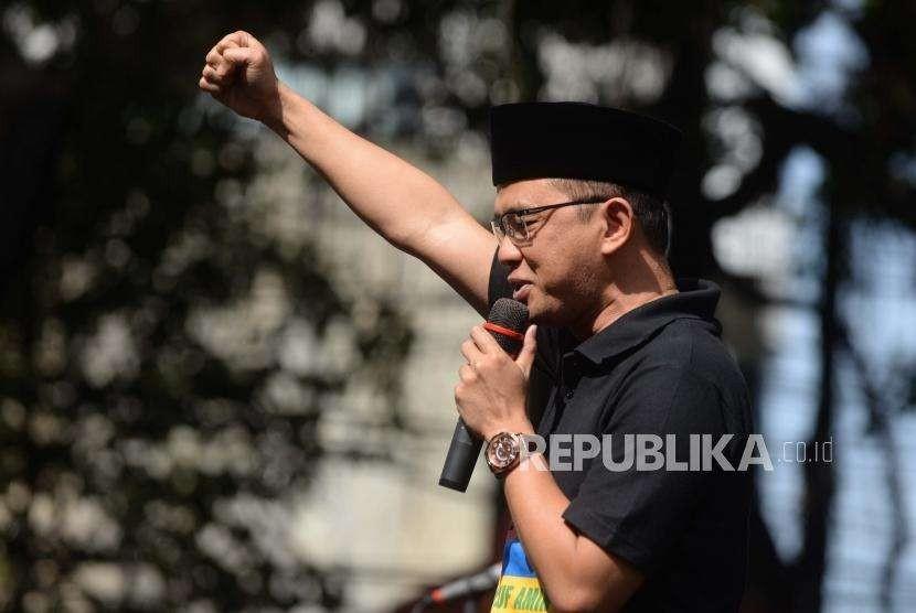 Direktur Relawan Tim Kampanye Nasional Jokowi-Ma'ruf, Maman Imanulhaq,  memberikan  sambutan saat deklarasi Barabaja memberikan   dukungan terhadap bakal calon presiden Joko Widodo dan Maaruf Amin di Rumah Aspirasi, Jakarta, Ahad (16/9).