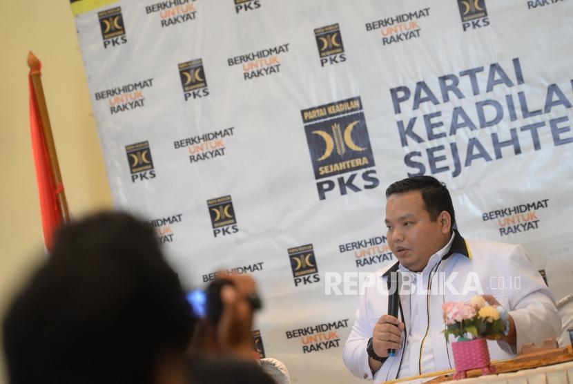 PKS: Janji Pembebasan Pajak Penghasilan. Sekertaris Bidang Ekuintek LH DPP PKS Handi Riza menggelar konferensi pers di DPP PKS, Jakarta, Kamis (21/2/2019).