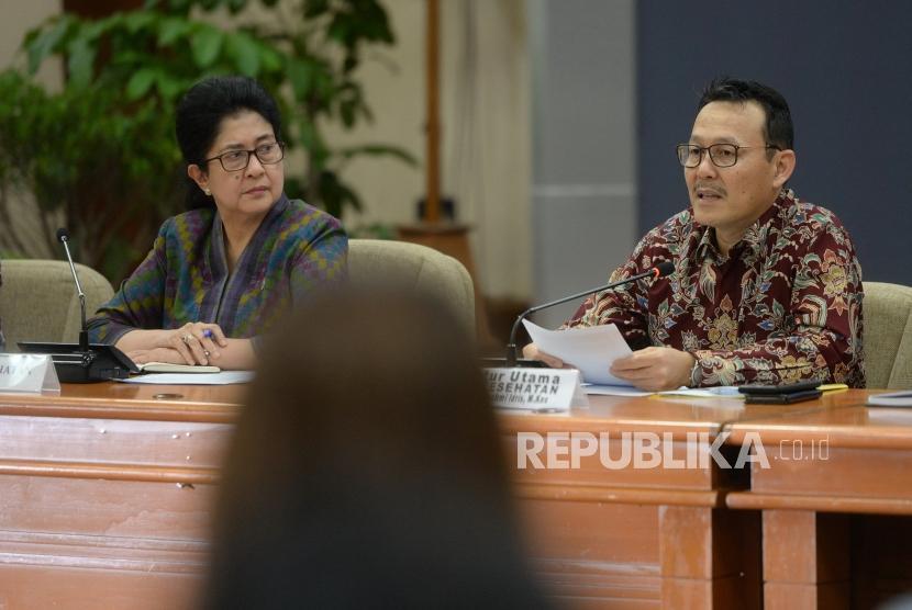 Polemik Pemutusan BPJS Kesehatan. Menkes Nila F Moeleok (kiri) bersama Dirut BPJS Kesehatan Fahmi Idris menggelar konpres bersama di Kemenkes, Jakarta, Senin (7/1/2019).