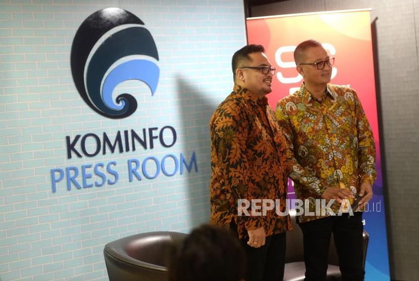 Smart Citizen Day. Dirjen Aplikasi Informatika Kominfo, Semuel Abrijani (kanan) bersama Co Founder dan CTO Qlue Andre Hutagalung menggelar konferensi pers di Gedung Menkominfo, Jakarta, Rabu (20/3/2019).