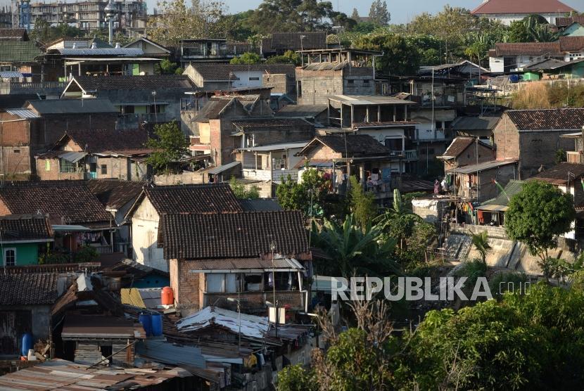Deretan rumah di permukiman padat penduduk di tepi Kali Code, Yogyakarta.