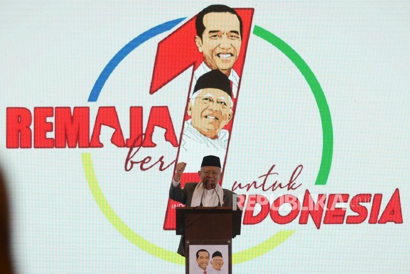 Calon Wakil Presiden No Urut Satu, KH Ma'ruf Amin  memberikan sambutan  dalam acara pengukuhan  Relawan Milenial Jokowi Ma'ruf Amin (REMAJA) di Jakarta, Ahad (25/11).