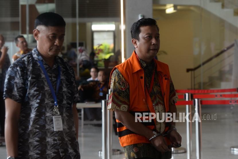 Pemeriksaan Romahurmuziy. Tersangka kasus dugaan suap terkait seleksi pengisian jabatan di Kementerian Agama, Romahurmuziy memasuki gedung untuk menjalani pemeriksaan di Gedung KPK, Jakarta, Jumat (3/5/2019).