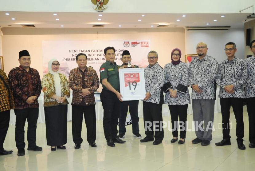 [Ilustrasi] Ketua Umum Partai Bulan Bintang Yusril Ihza Mahendra nomor urut 19 saat acara Pengundian Nomor Urut Peserta Pemilu 2019 di Kantor KPU, Jakarta.
