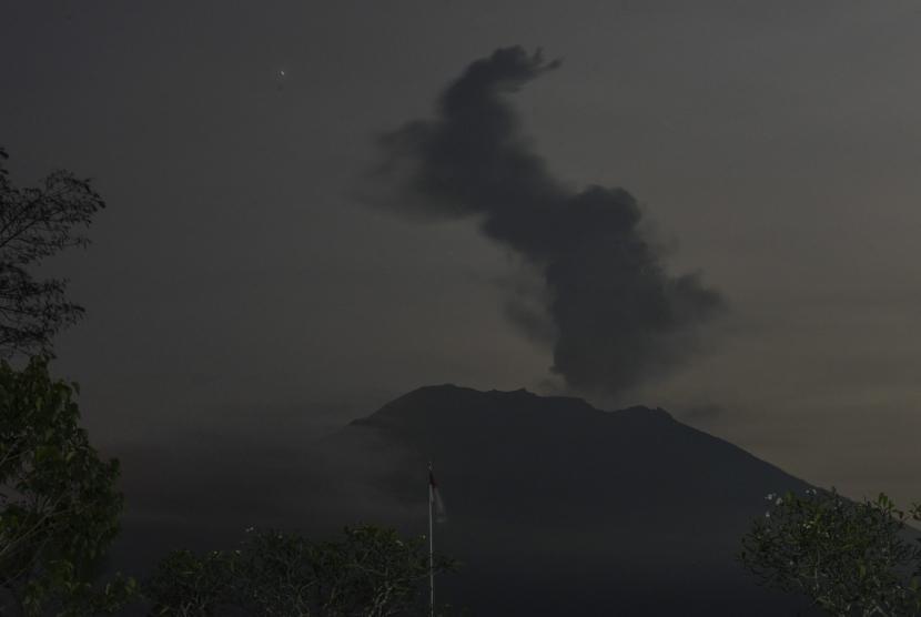 Mount Agung's eruption seen from Rendang, Karangasem, Bali, on Tuesday (December 5).