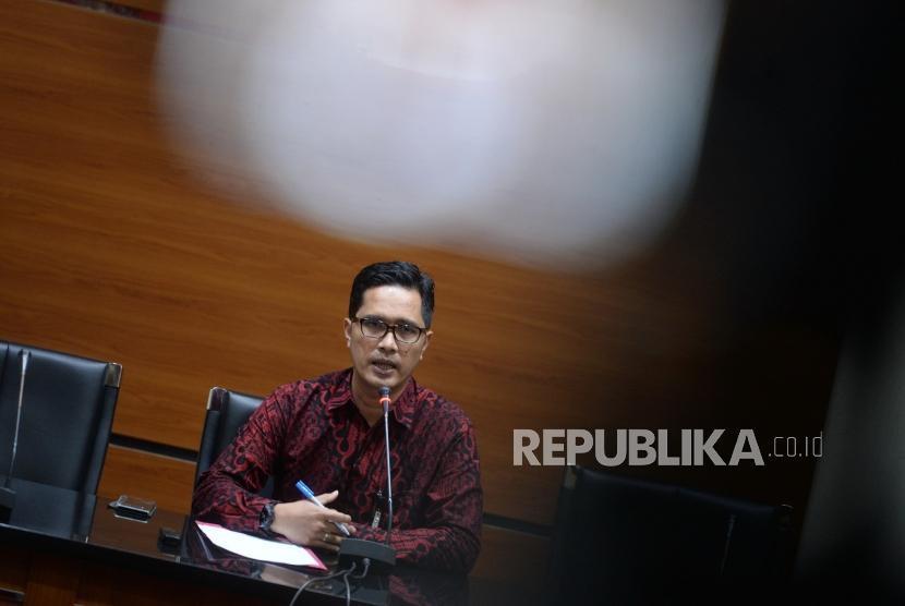 Perkebangan Kasus Suap Malang. Juru bicara KPK Febri Diansyah  menyampaikan konferensi pers di KPK, Jakarta, Selasa (9/4/2019).