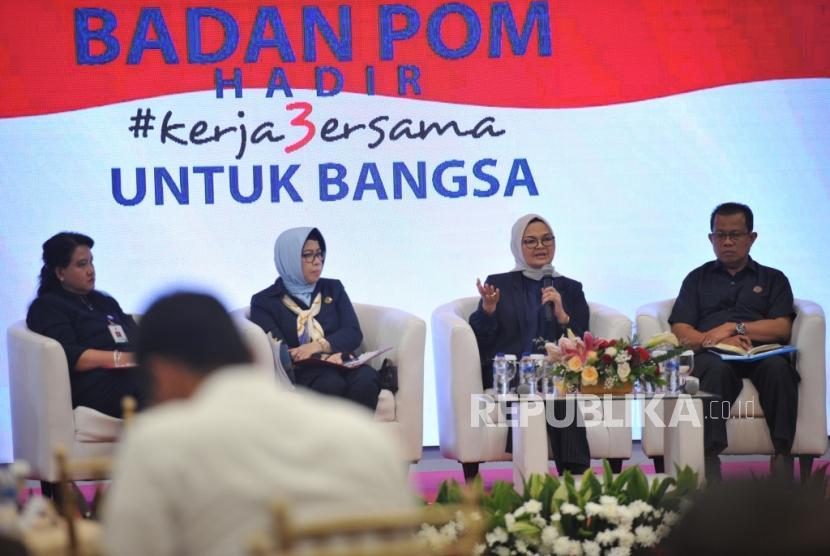 Kinerja BPOM. Kepala Badan POM Penny Lukito (kedua kanan) menjadi pembicara dalam acara Tiga Tahun Kinerja Badan POM di Jakarta, Senin (22/7).