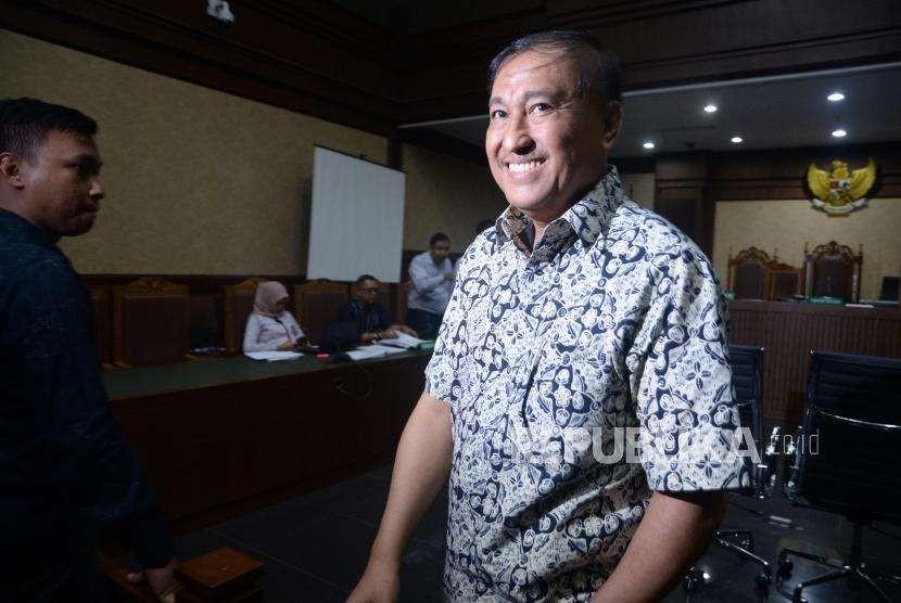 Terpidana kasus korupsi KTP Elektronik Markus Nari berjalan usai memberikan keterangan saat skor dalam sidang lanjutan kasus korupsi KTP Elektronik di Pengadilan Tipikor, Jakarta, Selasa (25/9).
