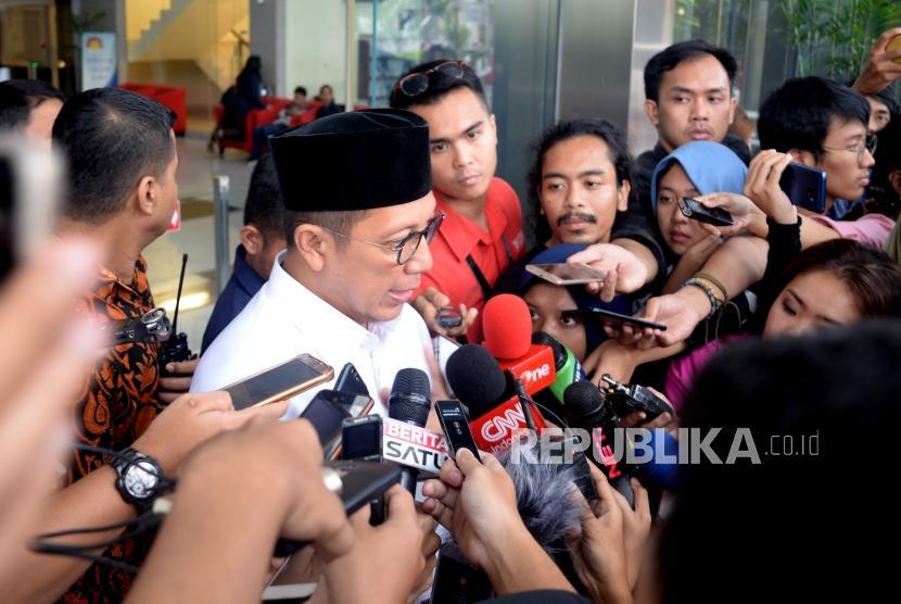 Menteri Agama Lukman Hakim Saifuddin usai menjalani pemeriksaan di kantor KPK, Jakarta, Rabu (8/5).