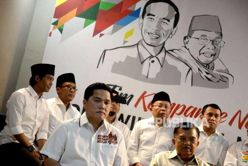 Pengumuman Tim Kampanye Nasional. Wapres sekaligus Ketua Tim Pengarah Tim Kampanye Nasional Jusuf Kalla (kanan) bersama Ketua Tim Kampanye Nasional Jokowi-Maruf Amin, Erick Thohir (kiri) saat pengumuman Tim Kampanye Nasional Joko Widodo - KH Maruf Amin di Jakarta, Jumat (7/9).