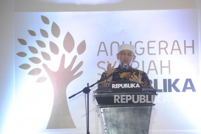 Ustadz Erick Yusuf membacakan doa saat pembukaan Anugerah Syariah Republika (ASR) 2017 di Jakarta, Rabu (6/12) malam.