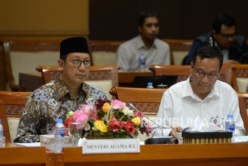 Menteri Agama Lukman Hakim Saifuddin (kiri)