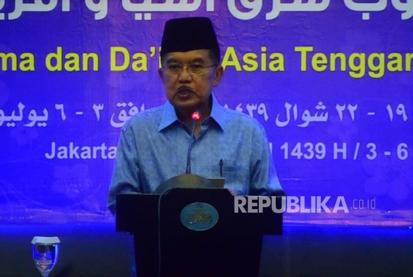 Wakil Presiden Republika Indonesia, Jusuf Kalla  memberikan sambutan dalam acara pertemuan Ulama dan Da'I se-Asia Tenggara, Afrika dan Eropa yang diselanggarakan di Jakarta, Selasa (7/3).