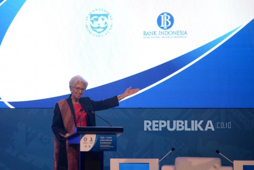 Direktur Pelaksana Dana Moneter Internasional (IMF) Christine Lagarde memberikan sambutan dalam pembukaan acara High-Level International Conference  New Growth Models in a Changing Global Landscape di Jakarta, Selasa (27/2).