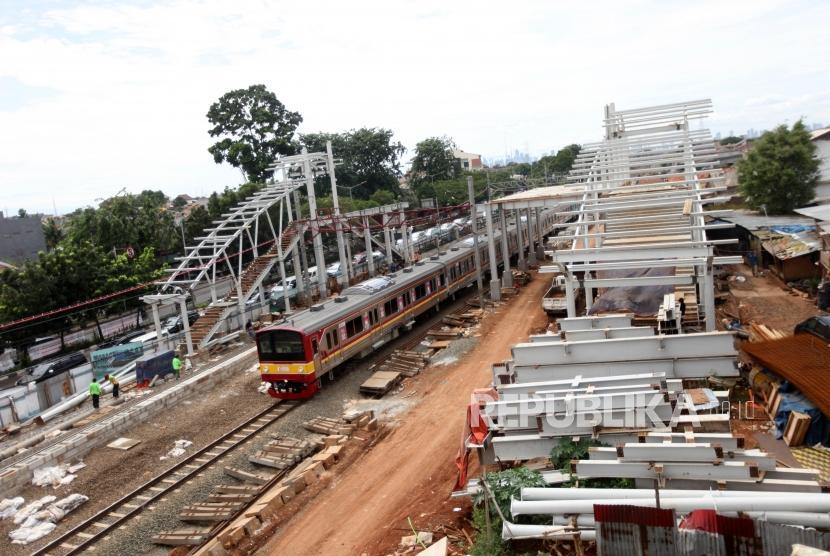 Pembangunan proyek peron Stasiun Buaran (ilustrasi)