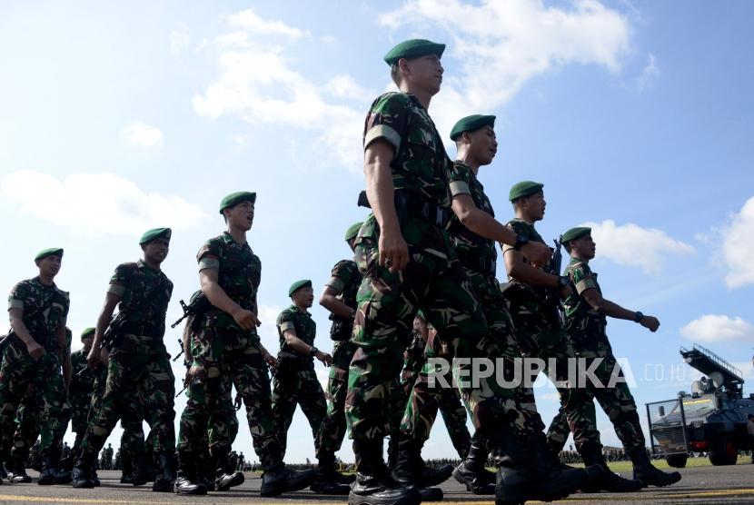 Sejumlah prajurit berbaris usai mengikuti Apel Gelar Pasukan Pengamanan Pemilu / Ilustrasi