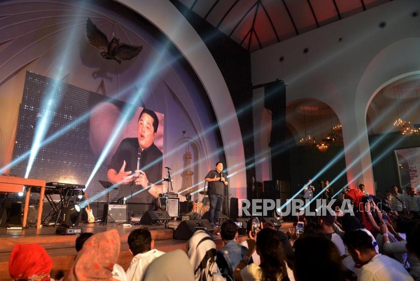 Ketua Umum Tim Kampanye Nasional (TKN) Erick Thohir memberikan sambutan pada acara syukuran kemenangan Pemilu 2019 di The Pallas, SCBD, Jakarta, Ahad (21/4).