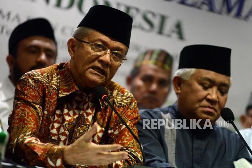 Sekjen MUI Anwar Abbas (kiri).