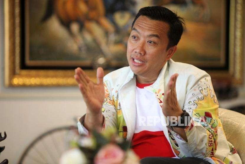 Menteri Pemuda dan Olahraga Imam Nahrawi memberikan paparannya saat wawancara di Gedung Kemenpora, Jakarta, Jumat (10/8).