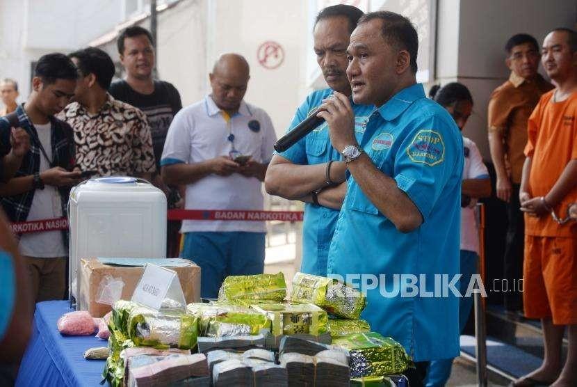 Kepala BNN RI, Heru Winarko, memberikan penjelasan  dalam konferensi  pers ungkap kasus narkotika di Jakarta, Jumat (28/9).