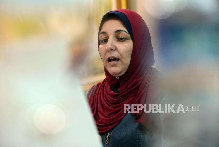 Aktivis Great Return Abeer Z Barakat memberikan paparan saat kunjungan di Kantor Republika, dua tahun lalu.